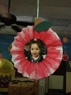 Preschool Back To School Crafts For Kids Fall Art Projects, Toddler Art Projects, Preschool Projects, Daycare Crafts, School Art Projects, Classroom Crafts, Toddler Crafts, Apple Art Projects, September Art