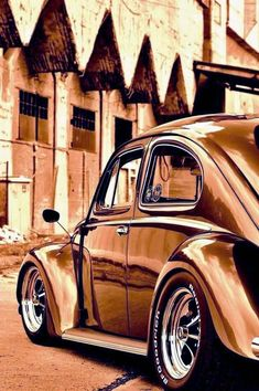 Volkswagen Beetle cars are one of the most recognizable cars in the world of automobile and which is also deeply ingrained in many pop cultures. Jetta A4, Kdf Wagen, Hot Vw, Beetle Car, Vw Vintage, Vw Beetles, Art Cars, Cool Cars, Dream Cars