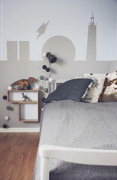 Make a skyline and add Superman on your kids wall - DIY Mormorsglamour