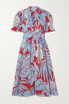 Stunning Dresses, Unique Dresses, Casual Dresses, Fashion News, Fashion Show, Fashion Outfits, Fashion Design, Blue Midi Dress, Floral Midi Dress