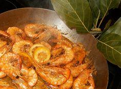 Receitas práticas de culinária: Camarão com Alho e Whisky - Um petisco delicioso e muito rápido de fazer!