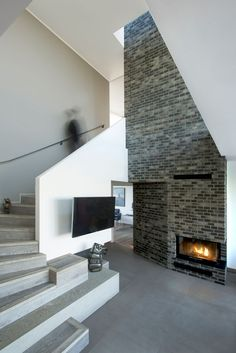 Fireplace Design Idea - 6 Different Materials To Use For A Fireplace Surround // Brick can be used in modern interiors to create a warm and stylish feel. Bricks come in many colors and sizes and can be arranged in different patterns to create a variety of looks that all add texture and warmth to a space.