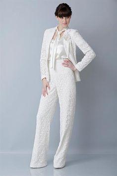 Белый женский костюм свадьба