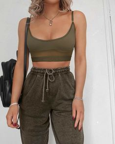 Cute Comfy Outfits, Sporty Outfits, Teen Fashion Outfits, Stylish Outfits, Fashion Tips, Fashion Clothes, Fashion Fashion, Winter Fashion, Jugend Mode Outfits