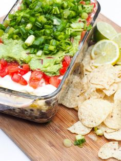 Easy Mexican Dip - 7 Layer Dip with Avocados, Tomatoes and Beef {GF} Gluten Free Recipes gluten free 7 layer dip Mexican Dips, Mexican Food Recipes, Vegetarian Recipes, Ethnic Recipes, Gluten Free Appetizers, Great Appetizers, Appetizer Recipes, Snacks Recipes, Yummy Recipes