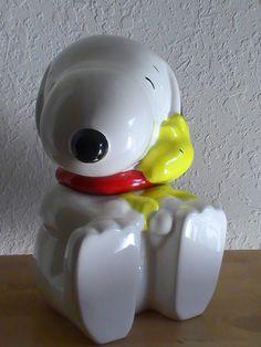Peanuts Snoopy hugging Woodstock Cookie Jar