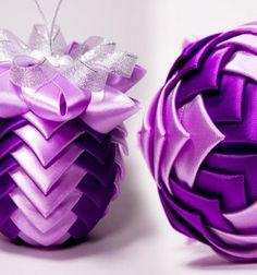 Gorgeous ball Christmas ornaments from silk ribbons (kanzashi) // Gyönyörű karácsonyfadísz gömbök szalagokból kanzashi technikával // Mindy - craft tutorial collection // #christmascrafts #christmasdecors #christmasdiy #diy #DIY #christmas #christmaskidscrafts
