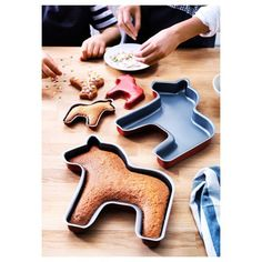 Dala horse cake pans