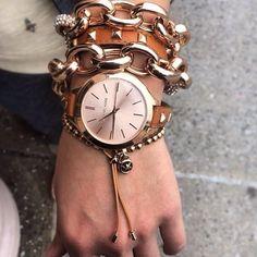 Idée et inspiration Bijoux :   Image   Description   Styling tip: Wrap a necklace as a bracelet and layer, layer, layer.