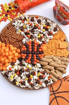 Slam Dunk Snack Board made with and Party Food, Charcuterie Snack Boards, Party Treats Halloween Snacks, Fall Snacks, Snacks Für Party, Halloween Candy, Healthy Halloween, Bunco Party, Party Mix, Party Food Platters, Food Trays