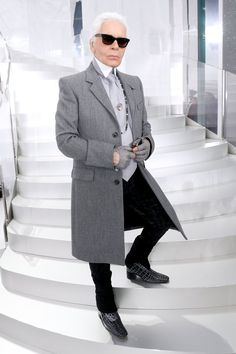 Pin for Later: 10 Style Lessons to Learn From Karl Lagerfeld Know Your Poses You never know when someone will want to snap a picture of your look, so make sure you've got a great pose for showing off your signature style.