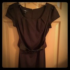 Brown dress Great brown dress, with wide belt included. Back zipper. Worn only once, in excellent condition. Great for business/office occasions. Size 7. Please no trades, no PayPal. I will discount all bundles 25-30%! Dresses Midi