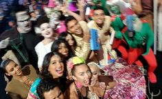 Miley Cyrus took a selfie during the VMAs, and Kim Kardashian wedged her way in even though she wasn't invited. Funny Quotes, Funny Memes, Hilarious, Jokes, Kim Kardashian Selfie, Im Weak, Mtv Videos, Mtv Video Music Award, Music Awards