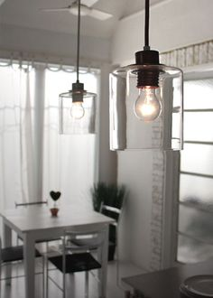 主張しすぎないシンプルなガラスシェードは、透明感のある心地よさ。カフェのようなくつろげる空間になりそう。