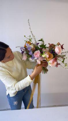 Neutral Wedding Flowers, Bridal Flowers, Floral Wedding, Flowers For Mom, Summer Flowers, Beautiful Flowers, Dried Flower Bouquet, Flower Bouquets, Wedding Bouquets