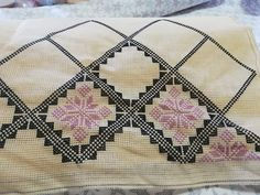 Cross Stitch Gallery, Cross Stitch Designs, Cross Stitch Patterns, Quilt Patterns, Crochet Patterns, Cross Stitch Samplers, Cross Stitching, Cross Stitch Embroidery, Simple Embroidery