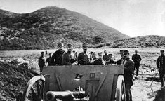 A group of Greek soldiers gather around a large gun on a barren hillside in a photo dated from Hellenic Army, Greek Soldier, Turkish Soldiers, History Timeline, Modern History, Ottoman Empire, Ancient Greece, Military History, Wwi