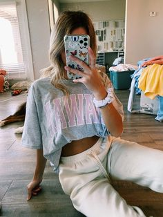 Baggy Tshirt Outfit, Baggy Tee, Baggy Shirts, Crop Top Outfits, Cute Outfits, Relaxed Outfit, Cute Crop Tops, Oversized Shirt, Trendy Fashion