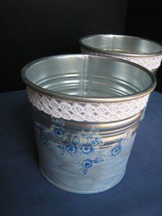 Ręcznie zdobione osłonki na doniczkę.