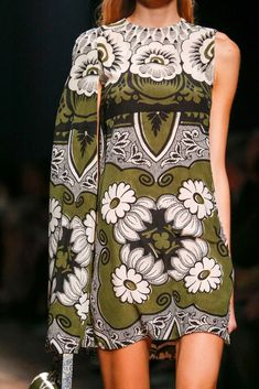 Valentino Spring 2015 Ready-to-Wear Collection - Vogue