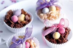 These delicious chocolate cornflake nests are perfect for making with the kids on Easter Sunday or as an Easter treat that you can enjoy together. Tray Bake Recipes, Cereal Recipes, Dessert Recipes, Desserts, Cake Recipes, Chocolate Cornflake Nests, Chocolate Easter Nests, Delicious Chocolate, Chocolate Butter
