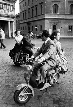 Jacques Rouchon: Voyage à Rome, années 1950 - that's the way to get around Vintage Pictures, Old Pictures, Old Photos, Old Photography, Street Photography, Landscape Photography, Portrait Photography, Wedding Photography, Black White Photos