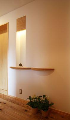 玄関事例:ちょっとした拘りのニッチ(ツインバルコニーの家)