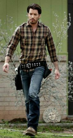 Man on a mission. Property Brothers, Jonathan Silver Scott, Great Scott, Scott Brothers, The Brethren, Sexy Men, Hot Guys, Eye Candy, Men Casual