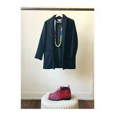 Disponible en @sindicatoindumentaria \\  Abrigo azul 100% lana aplicación de trenza en espalda y mangas @_kbittencourt Collar @sebastian__marino Zapatos @lahorma  #karenbittencourt #KB #diseñochileno #diseñodeautor #diseñolocal #hechoenchile #hechoamano #modachile #modaetica #modaetica #diseño #vestuario #fashiondesigner #fashiondesign #madeinchile #chileandesigner #fashion #instafashion #slowfashion #ecofashion #collection #fashiondesign #clothing #sustainablefashion #sustainable…