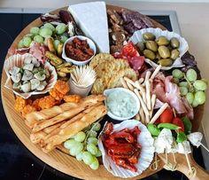 Tea Snacks, Snacks Für Party, Appetizer Recipes, Dinner Recipes, Appetizers, Good Food, Yummy Food, Food Platters, Veggie Dishes