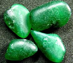 Reflection with Verdite can give perceptions and visions from prehistoric civilizations. It can also stimulate the Kundalini, and must be used with vigilance when meditating for this reason. Spirit World, Jade Stone, Crystals And Gemstones, Prehistoric, Crystal Healing, Green Colors, Carving, Reflection, Articles