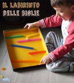 Il labirinto delle biglie! Straws, a cardboard box, and a glue gun = marble run!