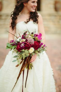 gorgeous ruby red fall bouquet | Sara & Rocky #wedding