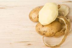 Cum sa cureti un cartof dintr-o singura miscare - www.foodstory.ro