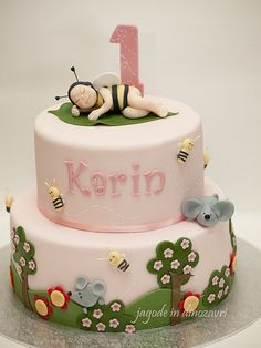 Baby bee cake by matejad, via Flickr
