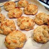 The easiest drop biscuit recipe ever! It's so easy the kids can do most of the work! These biscuits are ready in a flash, perfect for last minute dinners. Bisquick Recipes Biscuits, Buttermilk Biscuits, Blueberry Biscuits, Cheese Biscuits, Easy Drop Biscuits, Apple Scones, Apple Pies, Snack Recipes, Cooking Recipes