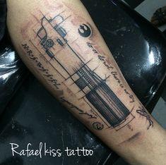 Sketch tattoo lightsaber project rafaelkisstattoo Aa Tattoos, Future Tattoos, Awesome Tattoos, Cool Tattoos, Lightsaber Tattoo, Half Sleeve Tattoos For Guys, Sketch Tattoo, Star Wars Tattoo, Sketch Design