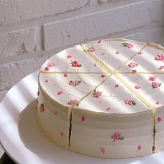Pretty Birthday Cakes, Pretty Cakes, Beautiful Cakes, Amazing Cakes, Frog Cakes, Cupcake Cakes, Rose Cupcake, Cupcake Toppers, Cute Food