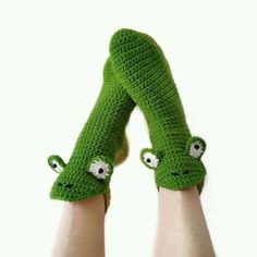 Crochet Bunny Pattern, Crochet Square Patterns, Crochet Amigurumi Free Patterns, Crochet Socks, Crochet Designs, Crochet Clothes, Crochet Crafts, Fingerless Gloves, Arm Warmers