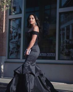 Shop designer dresses by Faviana New York. Find your perfect style for Prom, Homecoming, Weddings, Cocktail Parties, and more. Faviana Dresses, Prom Dresses, Gowns For Rent, Beautiful Dresses, Nice Dresses, New Designer Dresses, Nye Dress, Off Shoulder Gown, Military Ball Dresses