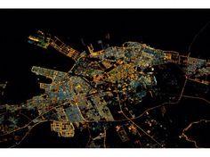 """La ville saoudienne de Dammam. """"Le plus grand port du golfe Persique, toujours illuminé au milieu de la nuit"""", a commenté l'astronaute le 2 février 2016. (Tim Kopra / Nasa)"""