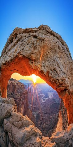 Mesa Arch in Canyonlands National Park near Moab, Utah, USA