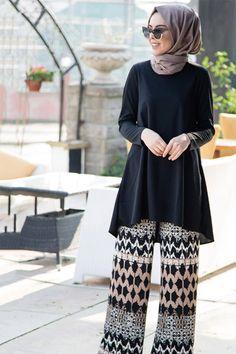 Street Hijab Fashion, Abaya Fashion, Muslim Fashion, Fashion Wear, Modest Fashion, Pakistani Fashion Casual, Pakistani Dress Design, Hijab Evening Dress, Stylish Dresses For Girls