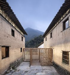 Gallery of Librairie Avant-Garde - Ruralation Library / AZL Architects - 16