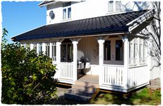 terrasse ideer - Google-søk New England Hus, Roof Styles, Nordic Style, Gazebo, Porch, Home And Garden, Cottage, Exterior, Outdoor Structures