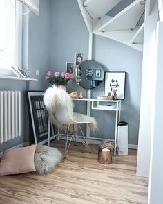 Colours for utility - blue walls & flooring