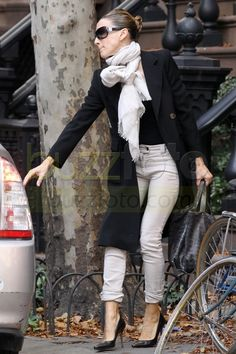 Love SATC and Love Sarah Jessica Parker's scarf style! The woman can rock a scarf! Love this whole look!