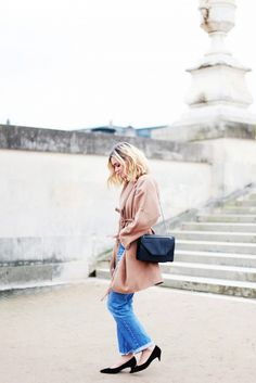 A blush drapey coat worn with boyfriend jeans and black kitten heels on Adenorah Kitten Heels Outfit, Heels Outfits, Colourful Outfits, Simple Outfits, Postpartum Fashion, Winter Outfits, Summer Outfits, Paris Mode, Kinds Of Clothes