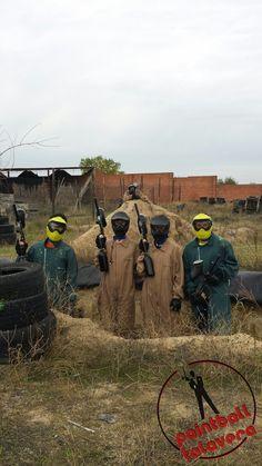 Preparados para la batalla en Paintball Talavera. Este grupo de amigos lo dio todo en las trincheras.