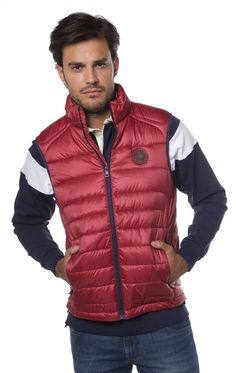 Se llevan y los tenemos. El chaleco acolchado en diferentes colores. http://www.valecuatro.com/es/36-prendas-de-abrigo